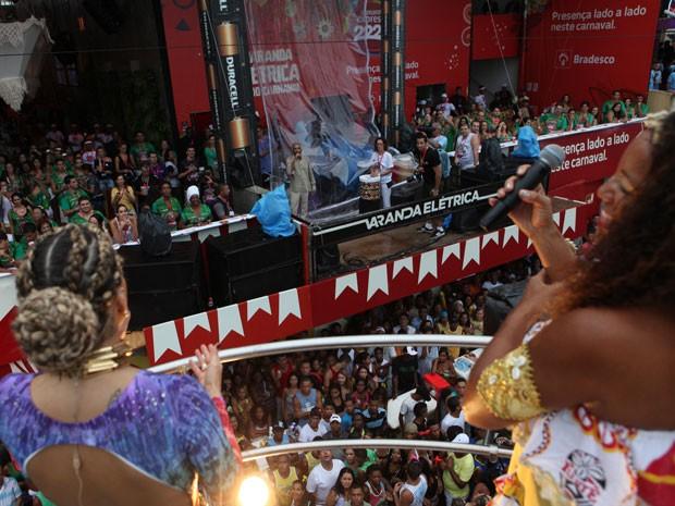Claudia Leitte canta com Iracema, do Ilê, e com Gilberto Gil, no circuito Docô (Foto: Fábio Nunes/Divulgação)