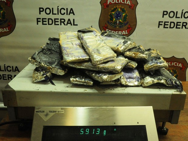 Balança pesou quase 6 kg da droga (Foto: Divulgação/Polícia Federal)