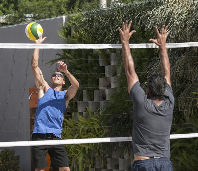 Giovane arrasa na cortada contra o bloqueio de Ricardo (Foto: Raphael Dias/Gshow)