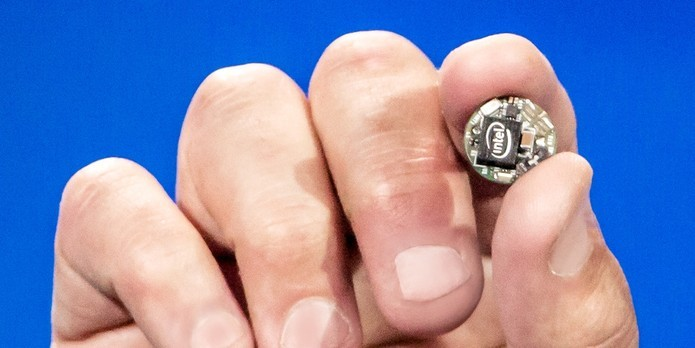 Curie usa o minúsculo processador Quark e outros sensores e controladores (Foto: Divulgação/Intel)