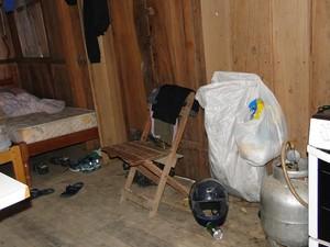 Alojamento foi considerado impróprio (Foto: SRTE/Divulgação)