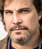 Dr. João Paulo Gil (Edson Celulari)