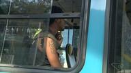 Passageiro tenta pular roleta de ônibus e vai parar na delegacia