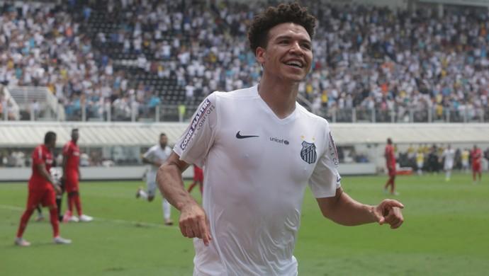 Marquinhos Gabriel comemora gol do Santos contra o Inter (Foto: Fred Casagrande/Estadão Conteúdo)