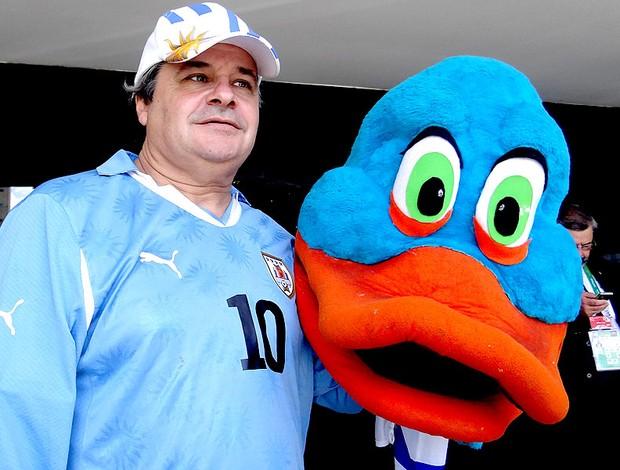 Gustavo Torena, pato, torcedor do uruguai (Foto: Lucas Liaus)