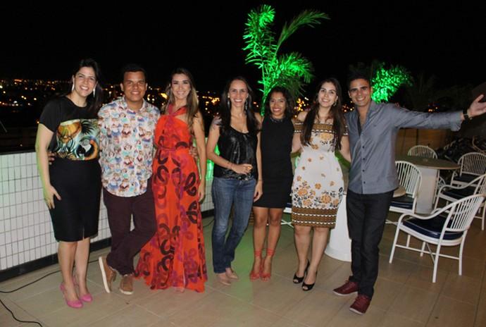 Equipe do 'Programão' comemora pelo aniversário do programa (Foto: Gshow/Rede Clube)