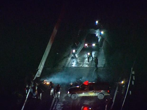 protesto congestionamento BR-290 RS (Foto: Reprodução/RBS TV)