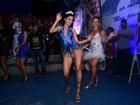 Daniela Albuquerque usa look decotado em festa do Tucuruvi