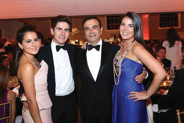 Família Ghosn com três dos quatro filhos em baile de gala em Nova York (Foto: Reuters/Latinstock)