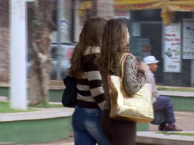 """Mulheres são vítimas de """"ladrão de bolsas"""" em Três Corações (Foto: Reprodução EPTV)"""