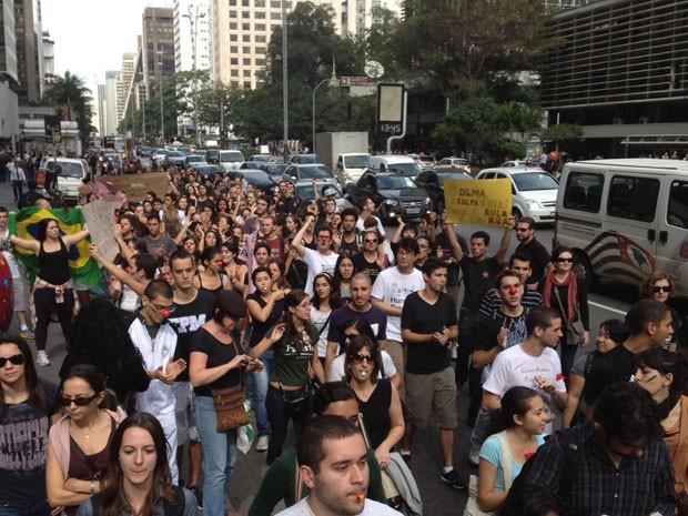 Estudantes e professores da Unifesp fazem protesto na Avenida Paulista (Foto: Ana Carolina Moreno/G1)