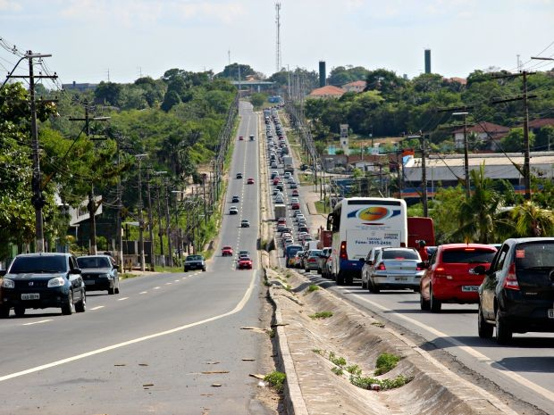 Na Avenida Torquato Tapajós, trânsito era intenso no sentido centro (Foto: Suelen Gonçalves/G1 AM)