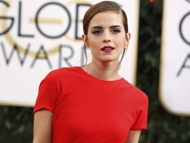 A atriz Emma Watson no tapete vermelho do 71º Globo de Ouro, que acontece neste domingo (12), em Los Angeles. (Foto: REUTERS/Mario Anzuoni)