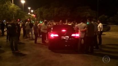 Taxistas fazem protesto contra aplicativo Uber na Zona Sul do Rio