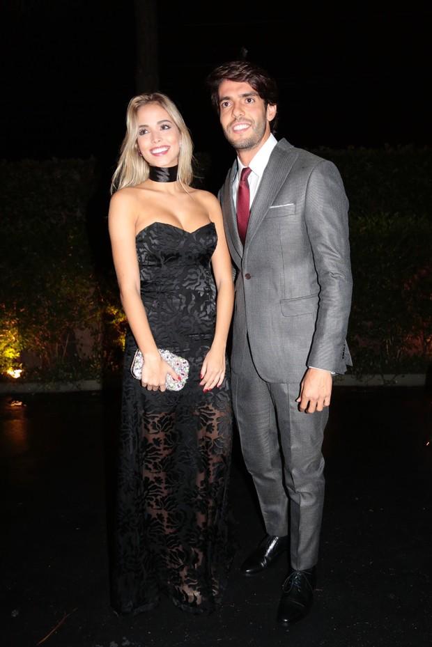 Kaka e Carolina Dias no casamento de Lucas Moura (Foto: Rafael Cusato/EGO)
