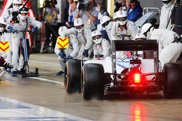 Pit stop da Williams de Felipe Massa no GP da Inglaterra (Foto: Divulgação)