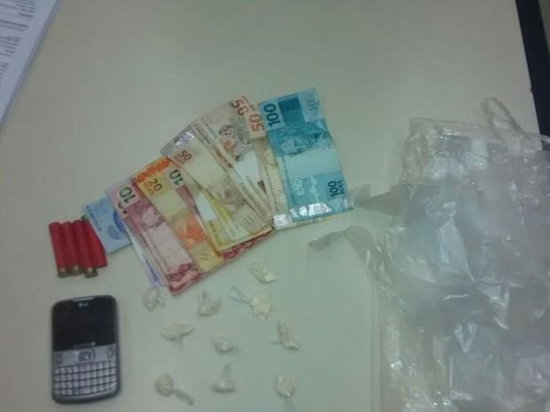 Drogas apreendidas em Casimiro de Abreu (Foto: PM/Divulgação)