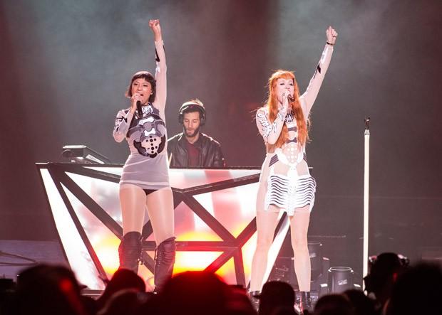 Cantoras suecas no palco com roupas de inspirao pop (Foto: Getty Images)