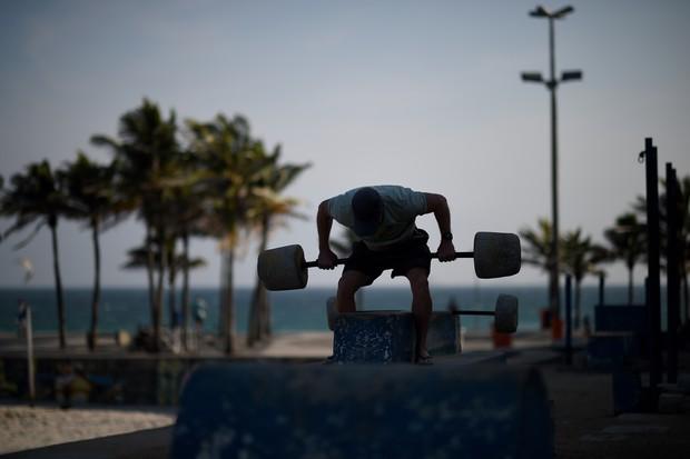 Treinar na praia? Tá mais do que liberado! (Foto: Getty Images)