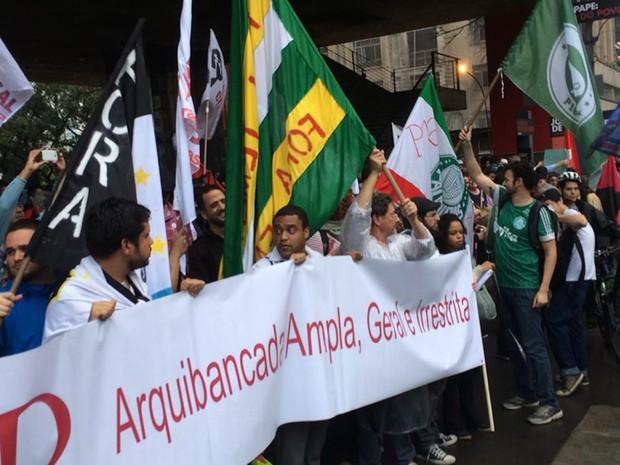 Torcedores do Corinthians e do Palmeiras participam de ato na Avenida Paulista (Foto: Livia Machado/G1)