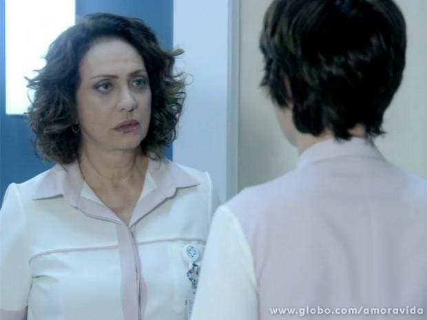 Ordália manda Joana ficar atenta (Foto: Amor à Vida/ TV Globo)