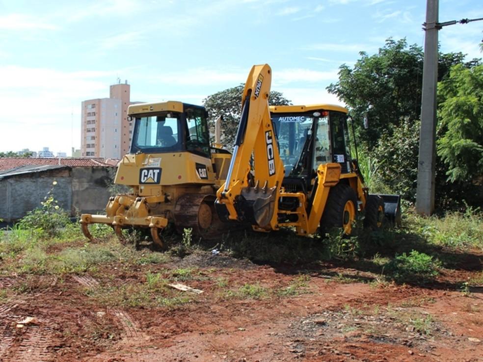 Máquinas fazem trabalho no canteiro de obras do BRT, em Campinas (Foto: Divulgação / Emdec)