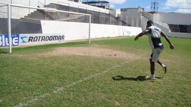 Henry chute a gol Central (Foto: Vital Florêncio / GE.COM/CARUARU)