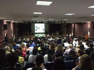 Alunos foram ouvidos pelo secretario (Foto: Suéllen Rosim / TV TEM)