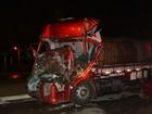Motorista fica preso às ferragens de caminhão em batida na BR-116, na BA