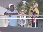 Filhos de Angélica e Huck vão ao Rock in Rio com seguranças