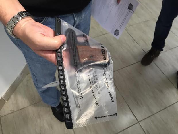 Pistola 6.35 foi usada por médico para matar colega nesta terça em Piracicaba (Foto: Marcello Carvalho/G1)