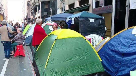 Manifestantes pedem construção de 10 mil casas populares