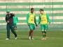 Ex-Chapecoense, Tiago Luís planejava viagem com Cleber Santana e Kempes