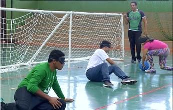 Medalhista paralímpico visita o TO para conhecer projeto de goalball