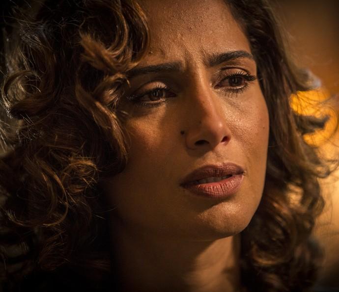 Tereza fica perplexa ao descobrir que Carlos Eduardo se comunica com Luzia (Foto: Inácio Moraes/ Gshow)