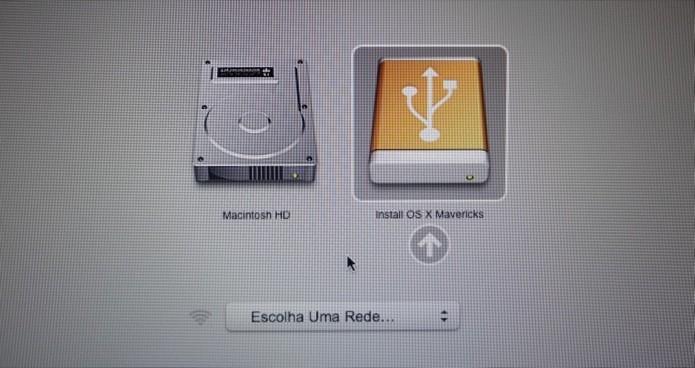 Selecione o pen drive de instalação do OS X durante o boot (Foto: Reprodução/Helito Bijora)