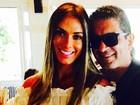Nicole Bahls posta foto com namorado: 'Feliz'