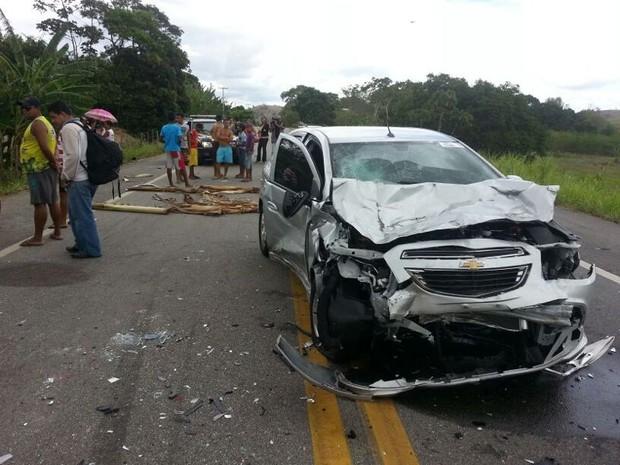 Acidente entre 4 veículos deixou uma pessoa morta em Atalaia, interior de Alagoas. (Foto: Jonathan Lins/G1)