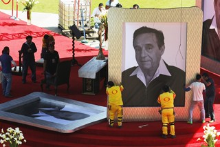 Velório de Roberto Gómez Bolaños (Foto: Reuters)