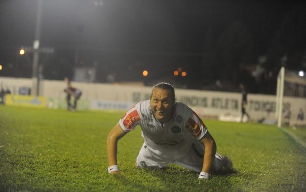 Rodrigo Gral, comemora um dos dois na vitória da Chapecoense sobre o Juventus (Foto: Sirli Freitas / Agência RBS)