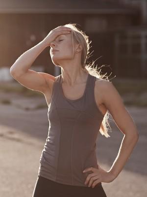 EuAtleta - mulher passando mal coluna nabil (Foto: Getty Images)