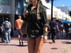 Paula Fernandes posa de shortinho em Miami