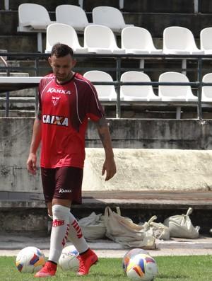 Cañete, meia do CRB (Foto: Leonardo Freire/GloboEsporte.com)