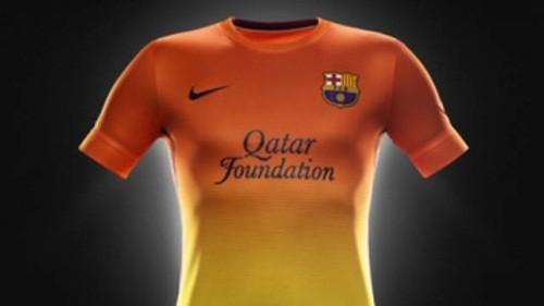 513ea767f2 Foto (Foto  O uniforme número 2 do Barcelona - Reprodução do site oficial do