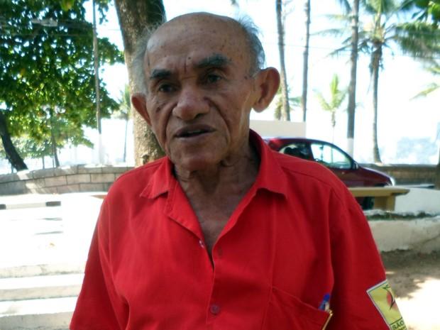 Homem de 86 anos trabalha como gari em São Vicente, SP (Foto: Divulgação/Codesavi)
