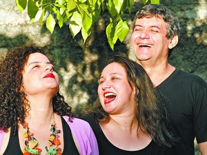 Renata Del Pinho, Nean Galuccio e Patrícia Rabelo cantam juntos (Foto: Divulgação)