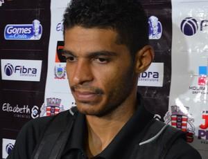 Pio, volante do Botafogo-PB, no Estádio Almeidão (Foto: Amauri Aquino / GloboEsporte.com/pb)