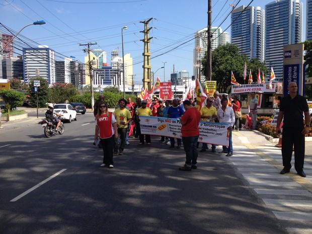 Manifestantes participam de ato contra PL 4330/2004 em Salvador (Foto: Ruan Melo/G1)