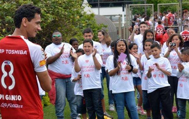 ganso são paulo aniversário crianças (Foto: Divulgação/Site oficial do São Paulo)