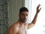 Ex-BBB Kadu Parga posa sensual com e sem cueca